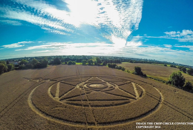 CROP CIRCLE UPDATE : There is a field that seems to stretch forever. I'll meet you there G0026396bbb