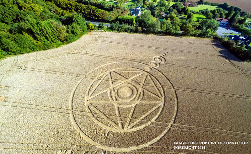 CROP CIRCLE UPDATE : There is a field that seems to stretch forever. I'll meet you there G0026426Pbbb
